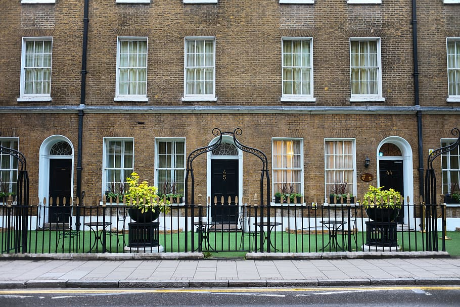 Restoring Period Features In Old Townhouses - Where Does Functional Modern Design Sit